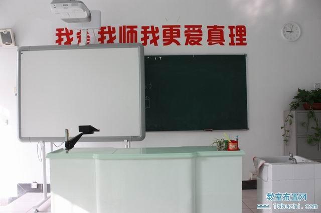 高三畢業班教室布置:青春寄 高一班級文化墻設計:海闊憑 高一教室布置