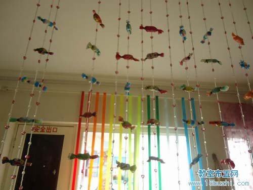 幼儿园中班教室吊饰设计:红