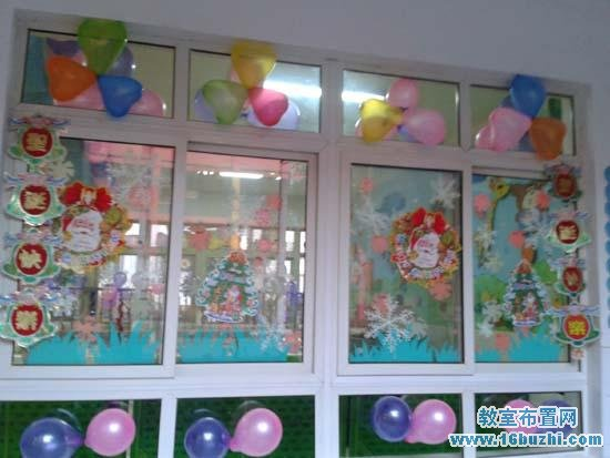 圣诞节幼儿园门窗装饰:气球和圣诞图