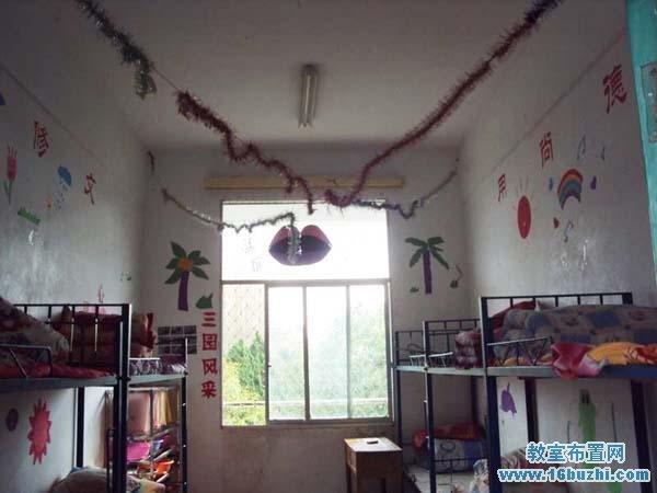 小学六年级宿舍装饰:漂亮吊饰墙饰
